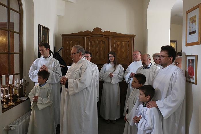 oreg es fiatal ministransok szentmisere keszulve_2